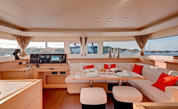 Catamaran Lagoon 450 Living Room