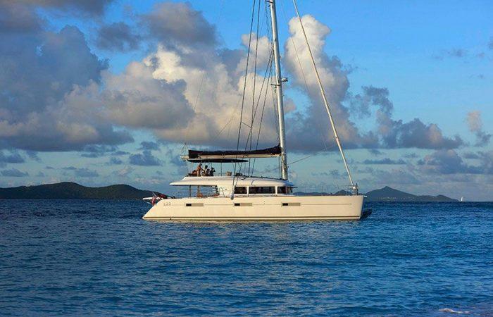 Sailing Catamaran Lagoon 620